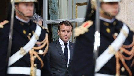 French President Emmanuel Macron (C) accompanies out the Ukrainian president and candidate to his re-election  after a meeting at the Elysee Palace in Paris on April 12, 2019. - Macron on April 12 meets the two Ukrainian presidential run-off candidates ahead of the second round of the election of April 21. (Photo by Ludovic MARIN / POOL / AFP)