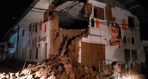 """Handout picture released by the Peruvian Fire Department showing a house damaged by an 8.0 earthquake in Yurimaguas, Peru, early on May 26. - A strong 8.0-earthquake struck northern Peru in the early hours of Sunday, sending residents fleeing their homes and cutting off power to at least one town, with the impact felt as far afield as neighbouring Ecuador. There were no immediate reports of injuries following the quake which the US Geological Survey said struck at a depth of 110 km (68 miles). (Photo by HO / Peru's Fire Department / AFP) / RESTRICTED TO EDITORIAL USE - MANDATORY CREDIT """"AFP PHOTO / PERU'S FIRE DEPARTMENT / HO"""" - NO MARKETING NO ADVERTISING CAMPAIGNS - DISTRIBUTED AS A SERVICE TO CLIENTS"""