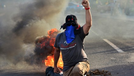 Students of the National Autonomous University of Honduras (UNAH) block a road in Tegucigalpa on June 19, 2019 during a protest against the government of Honduran President Juan Orlando Hernandez for measures they say will privatize health and education services. (Photo by ORLANDO SIERRA / AFP)