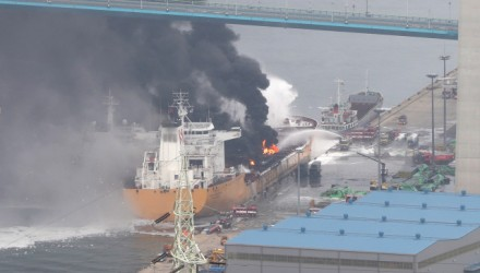Rescue services attend to a fire onboard a cargo ship in the port of Ulsan, on southeast coast of South Korea on September 28, 2019. - A huge blast on the oil tanker in the South Korean port sparked a raging fire that spread to a nearby vessel, leaving 18 people injured, authorities said. (Photo by STR / YONHAP / AFP) / - South Korea OUT / REPUBLIC OF KOREA OUT / SOUTH KOREA OUT /  NO ARCHIVES  RESTRICTED TO SUBSCRIPTION USE