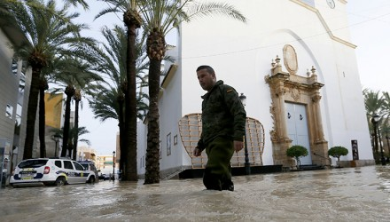 A Spanish soldier walks on a flooded street on September 14, 2019 in Dolores, as torrential rains hit southeastern Spain sparking major flooding in the Valencia region. - Spanish Prime Minister visited the country's flood-stricken southeastern regions, where five people have died and 3,500 forced to flee their homes, as train and air services were disrupted for yet another day. (Photo by Ramón / AFP)